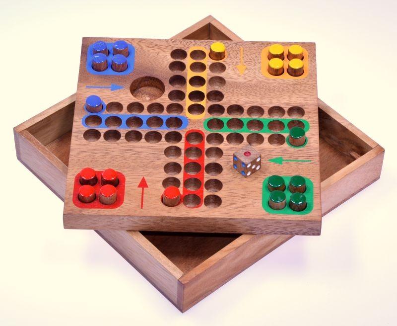 ludo gr m w rfelspiel gesellschaftsspiel familienspiel brettspiel aus holz mit steckern. Black Bedroom Furniture Sets. Home Design Ideas