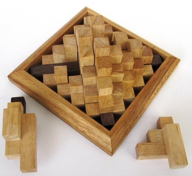 pyramide aus holz geduldspiel pyramide aus holz kniffliges puzzle ihr spitze pyramide 3d. Black Bedroom Furniture Sets. Home Design Ideas