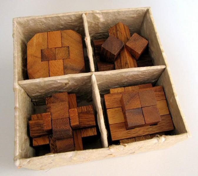 4 knobelspiele im set 3d puzzle denkspiele geduldspiele in einer dekorativen geschenkbox. Black Bedroom Furniture Sets. Home Design Ideas
